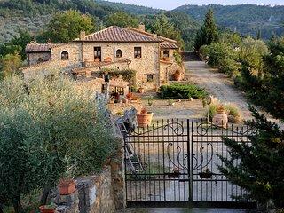 Comfortable 6 bedroom Castel Del Piano House with Shared Outdoor Pool - Castel Del Piano vacation rentals