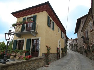 Comfortable House with Internet Access and Balcony - Bossolasco vacation rentals
