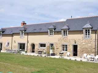 Le Clos Varien – Traditional, 2-bedroom house near Dinge with WiFi, a terrace and garden views - Dinge vacation rentals