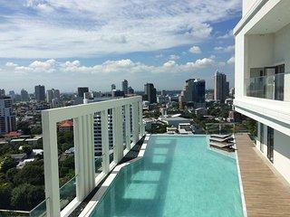 New/Cozy Entire Room Ekkamai - Thong Lo BTS/wifi - Bangkok vacation rentals