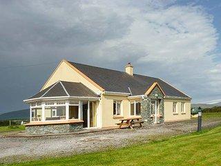 SCENIC VIEWS, detached, single-storey, open fire, en-suites, Waterville, Ref 944898 - Waterville vacation rentals