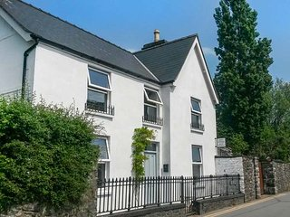 DALE COTTAGE, woodburning stoves, lawned gardens, pet friendly, Betws y Coed - Llanrwst vacation rentals
