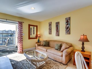 Seaside escape on the ocean block with peek-a-boo ocean views - walk to beach! - Ocean City vacation rentals