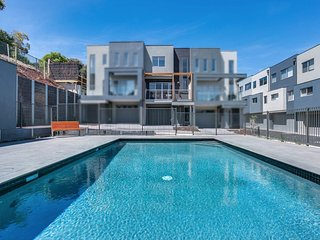 Marina Costa Verde - swimming pool & marina - Dromana vacation rentals