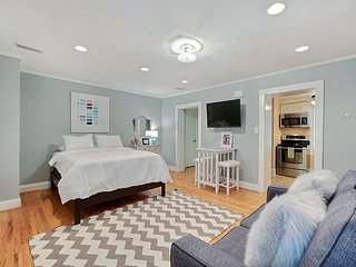 Perfect Getaway for 2 On Jones St in the Heart of Downtown - Savannah vacation rentals