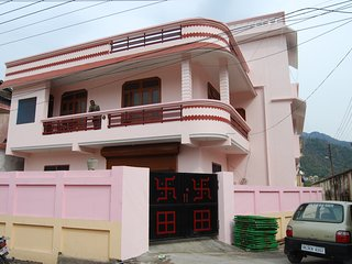 HariHar Niwas-Studio Apartment, near river Ganges, ideally located yoga, rafting - Tapovan vacation rentals