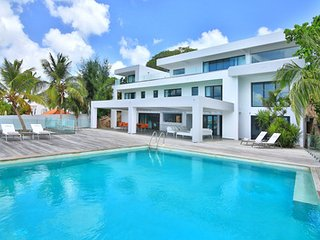 Gorgeous 5 Bedroom Villa in Simpson Bay - Mullet Bay vacation rentals