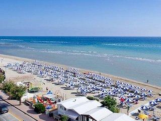 IVAN & ERIKA CASA VACANZE a 30 metri dalla spiaggia !!! - Marotta vacation rentals