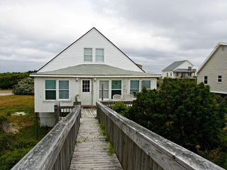 Beautiful 3 bedroom Caswell Beach House with Deck - Caswell Beach vacation rentals