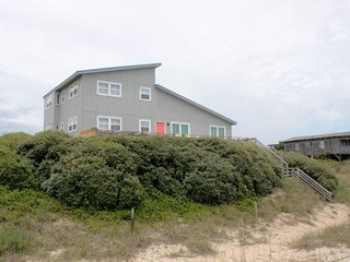 Spacious 4 bedroom Oak Island House with Deck - Oak Island vacation rentals