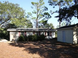 Nice 3 bedroom House in Oak Island with Porch - Oak Island vacation rentals