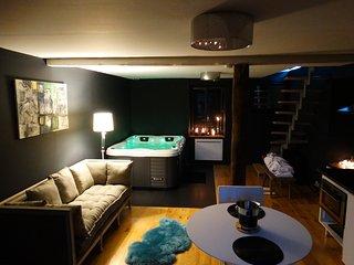 Suite romantique et chic avec Spa - Lagrauliere vacation rentals