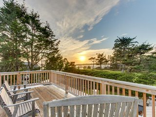 Secluded multi-level home has amazing views of ocean and forests, sauna! - Gearhart vacation rentals