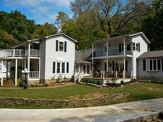 Duffer Hollow Manor: Southern country house and Modern Amenities - Bethpage vacation rentals