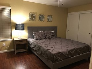 Large Comfy NE Modesto 3 bed 2 bath + 2 car garage - Modesto vacation rentals