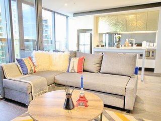 Nest-Apartments Luxury Preimum 3 bedroom 2 bathroom Huge Apartment - Melbourne vacation rentals