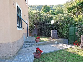 Cozy 3 bedroom Bergeggi House with Internet Access - Bergeggi vacation rentals
