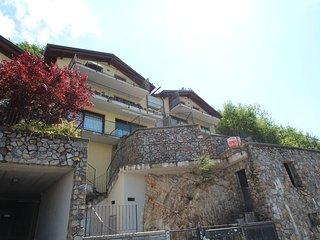Comfortable 2 bedroom Bellano Condo with Internet Access - Bellano vacation rentals