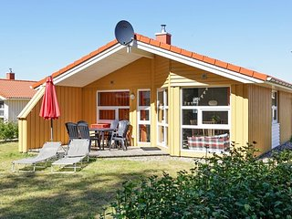 Bright 3 bedroom Gromitz House with Television - Gromitz vacation rentals