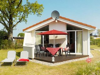 Bright 2 bedroom Gromitz House with Television - Gromitz vacation rentals