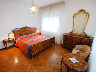 Nice 2 bedroom Apartment in Marghera with Internet Access - Marghera vacation rentals