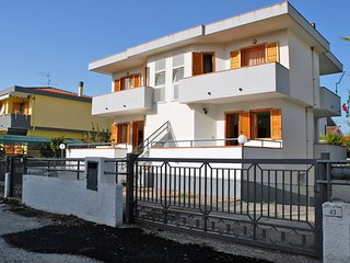 Bright 2 bedroom Paestum House with Balcony - Paestum vacation rentals