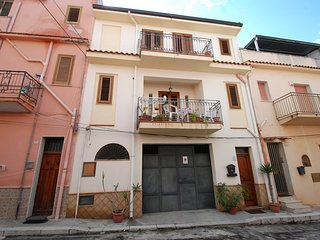 Nice 3 bedroom House in Trappeto - Trappeto vacation rentals