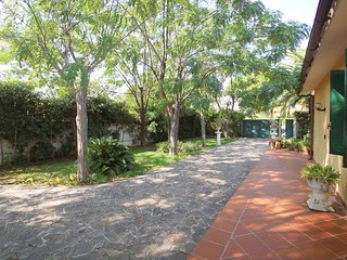 Nice 4 bedroom Siracusa House with A/C - Siracusa vacation rentals