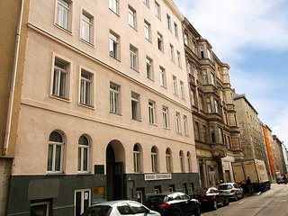 Nice Condo with Internet Access and Television - Landstrasse vacation rentals