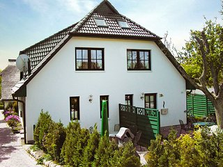 Lovely House with Television and Microwave in Gross Zicker - Gross Zicker vacation rentals