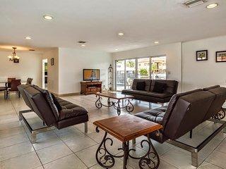 Villa Anamarie - North Miami Beach Villa w/ 134 ft Waterfront & Pool - North Miami Beach vacation rentals