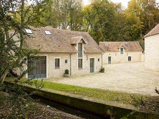 L'Atelier du Domaine de Courances – a gorgeous, 2-bedroom mansion with WiFi just 60km from Paris! - Courances vacation rentals