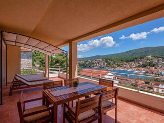 2 bedroom Apartment with Internet Access in Jelsa - Jelsa vacation rentals