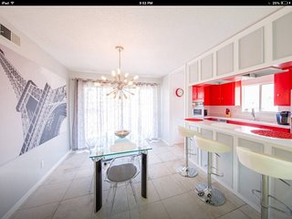 Mid Century Modern Monthly Condo in South End  ,Indian Canyon , Golf &  Hiking - Palm Springs vacation rentals