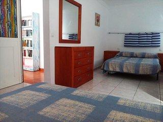 HABITACION TRIPLE 1  A PLAYA LAS CANTERAS (Piso compartido) - Las Palmas de Gran Canaria vacation rentals