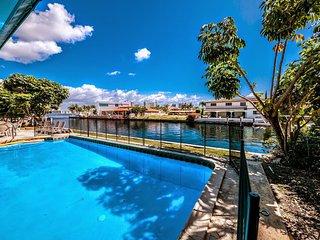 Villa Bianca - Waterfront Villa w/ 100 ft Boat Dock, Heated Pool, Large Patio - North Miami Beach vacation rentals