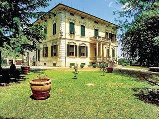 6 bedroom Villa in Lucca, Tuscany, Italy : ref 2037790 - Nozanno vacation rentals