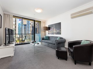 StayCentral on Kavanagh - Bayviews pool tennis gym. Nr Casino shops restaurants - Melbourne vacation rentals