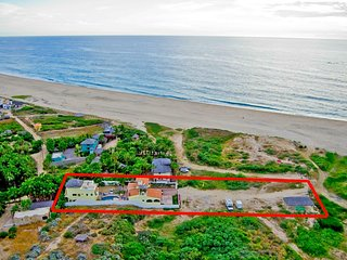 Pescadero Palace 4BR Guest House w/Pool, Jacuzzi, and Beachfront! - El Pescadero vacation rentals
