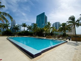 JANUARY SPECIALS: Beautiful Apt w/ Crazy View + FREE Park! - Coconut Grove vacation rentals
