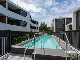 Spacious 3 br apartment close to Melbourne CBD - Caulfield vacation rentals