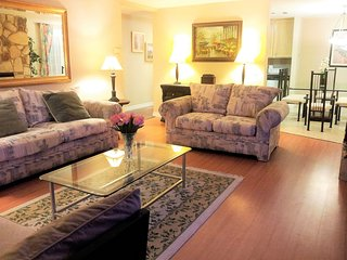 Beautiful 3 bedroom 3 bath Condo in Upscale Santa Monica Location, Sleeps 9 - Santa Monica vacation rentals