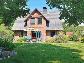 Comfortable 3 bedroom Putgarten House with Television - Putgarten vacation rentals