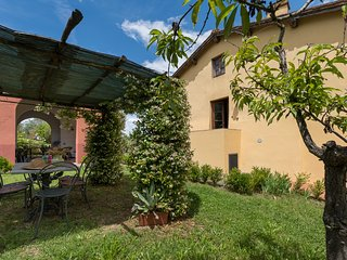 Beautiful ground floor apartment with shared swimming pool, apt. #3 - Montagnana Val di Pesa vacation rentals