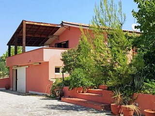 Cozy Città Sant'Angelo vacation Condo with Shared Outdoor Pool - Città Sant'Angelo vacation rentals