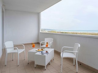 Bright 2 bedroom Condo in Vasto with Internet Access - Vasto vacation rentals