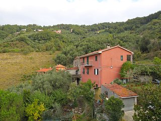 Bright 2 bedroom Condo in Moneglia with Television - Moneglia vacation rentals