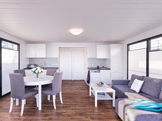 Nice Houseboat with Deck and Boat Available - Freest vacation rentals