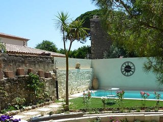 French holiday cottages for rent with pool, Montblanc, South France, sleeps 8 - Montblanc vacation rentals