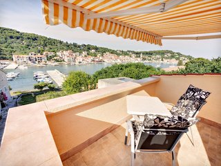 Cute little apartment with a sea view! - Prvic Luka vacation rentals